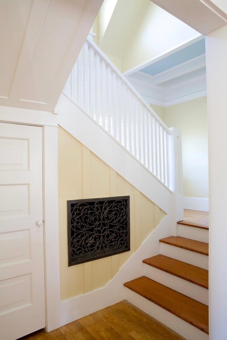 Beach-cottage-stairway