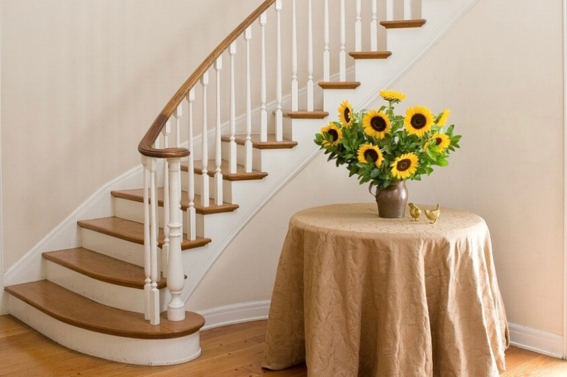 traditional-sweeping-staircase
