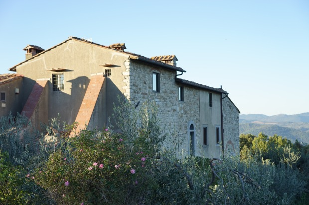 1000-year-old-Tuscan-farm-house