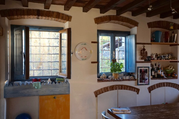 Tuscan-kitchen-windows