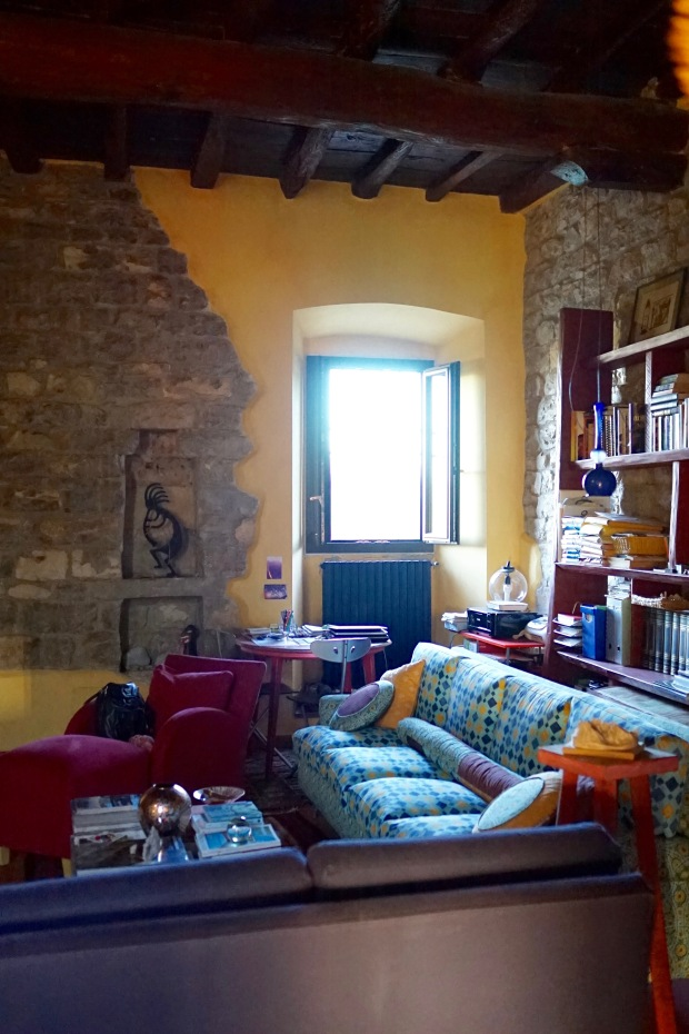 1000-year-old-Tuscan-living-room-architecture